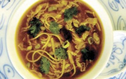 Supă chinezească de legume și tăiței