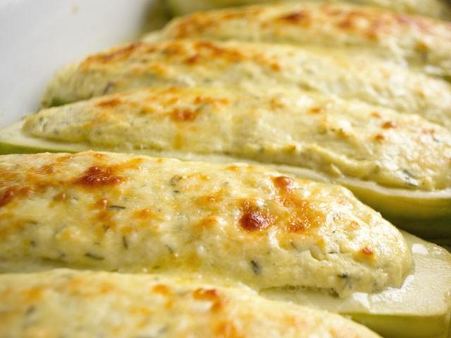 Dovlecei umpluți cu brânză