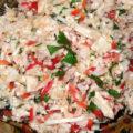 Salată de pui cu orez și legume