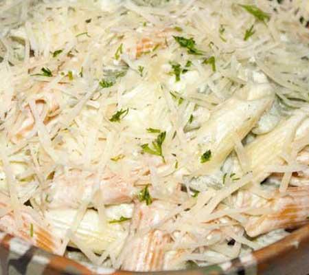 Paste cu sos de smântână și brânză