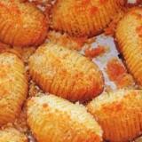 Cartofi copți cu pesmet și cașcaval