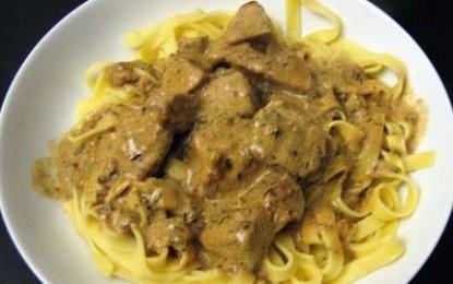 Cotlet de porc cu sos de smântână, muștar și tarhon