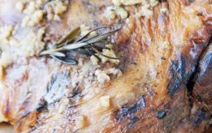 Friptură de miel la cuptor cu usturoi și rozmarin