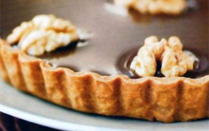 Tartă cu ciocolată, banane și nuci