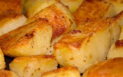 Cartofi la cuptor, un pic mai migăloși, dar mult mai gustoși