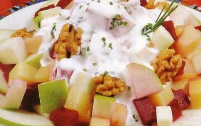 Salată de mere, sfeclă roșie, nuci și șvaițer
