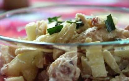 Salată de pui cu mere, nuci și maioneză