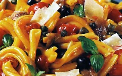 Salată napolitană de paste