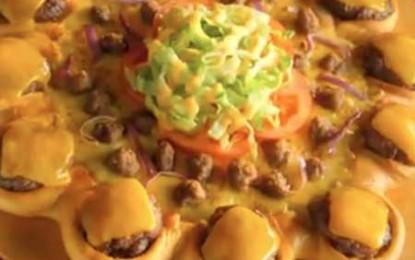 Fast-food fără limite: a apărut pizza cu cheeseburgers!