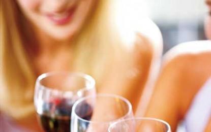 O veste bună pentru doamne: consumul moderat de alcool împiedică apariția artritei