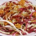 Salată de varză albă și roșie, cu nuci și oțet balsamic
