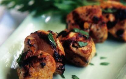 Frigărui de pui cu lămâie și șofran (Joojeh kabab)