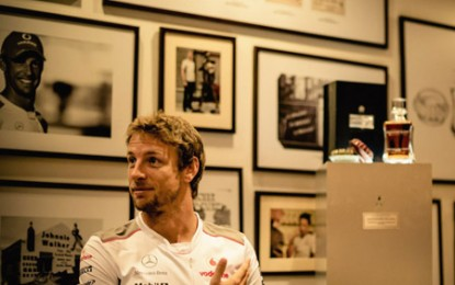 Jenson Button, Johnnie Walker și whisky-ul de 30.000 de lire sterline sticla