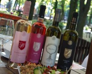 2 albe, 2 rozé-uri, în total 4 vinuri de Averești