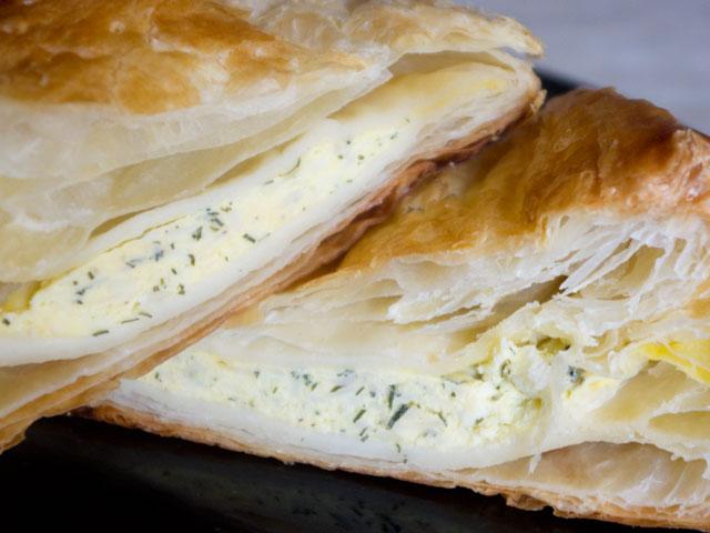 Pateuri cu brânză și verdeață