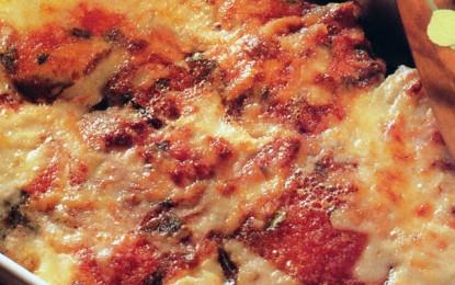 Vinete gratinate la cuptor cu brânză și cu sos de roșii