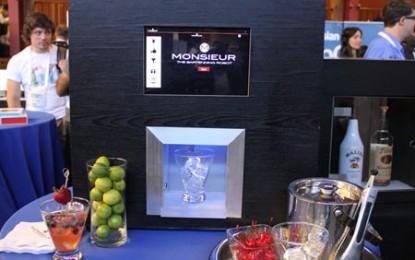 Ați auzit de Monsieur, barmanul-robot?