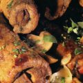 Rulouri cu ciuperci și cârnați