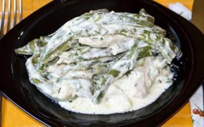 Pui cu fasole verde şi smântână