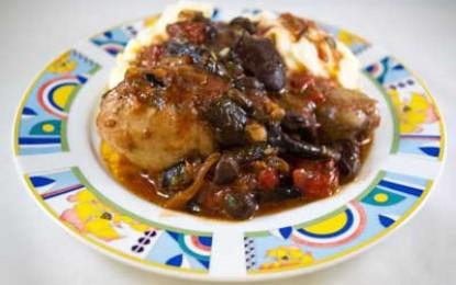 Pui cu ciuperci și sos de roșii