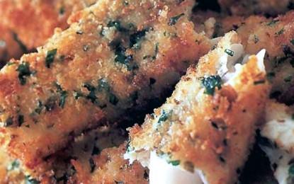 Fileuri de pește pane cu parmezan, capere și pătrunjel
