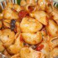 Paste cu măsline și sos de roșii