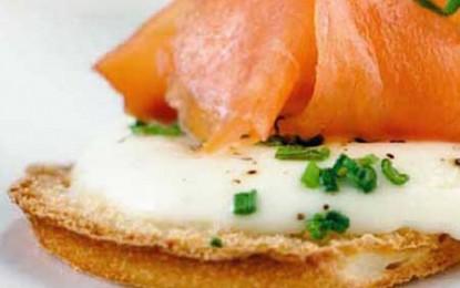 Tartine cu somon afumat și mozzarella