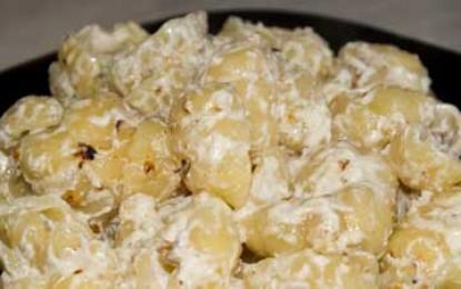 Paste cu nuci, brânză și sos de smântână