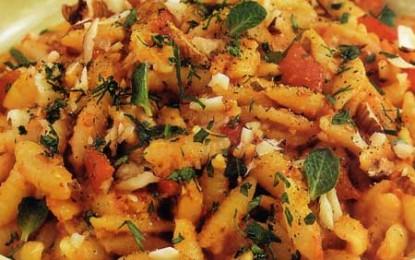 Gnocchetti cu sos de ardei copți, usturoi și migdale