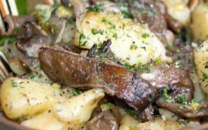 Cartofi noi la cuptor cu ciuperci, usturoi și mărar