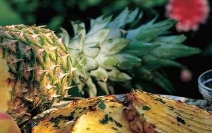 Ananas la grătar cu sos de mentă