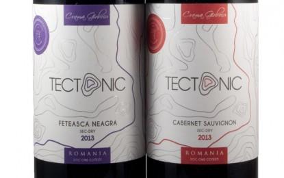 Două vinuri roșii din gama Tectonic a Cramei Gîrboiu
